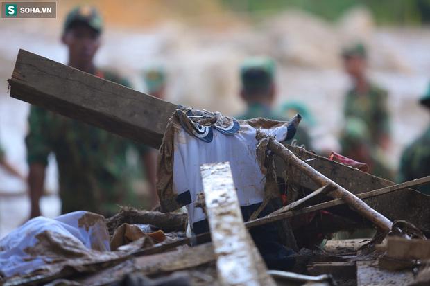 Những thứ còn sót lại dưới đống hoang tàn ở vụ sạt lở Trà Leng sau 48 giờ tìm kiếm-11
