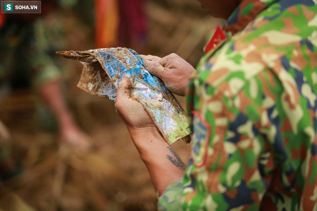 Những thứ còn sót lại dưới đống hoang tàn ở vụ sạt lở Trà Leng sau 48 giờ tìm kiếm-12