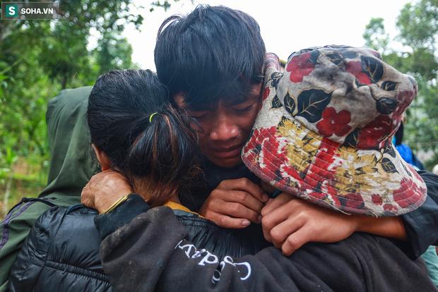Những thứ còn sót lại dưới đống hoang tàn ở vụ sạt lở Trà Leng sau 48 giờ tìm kiếm-14