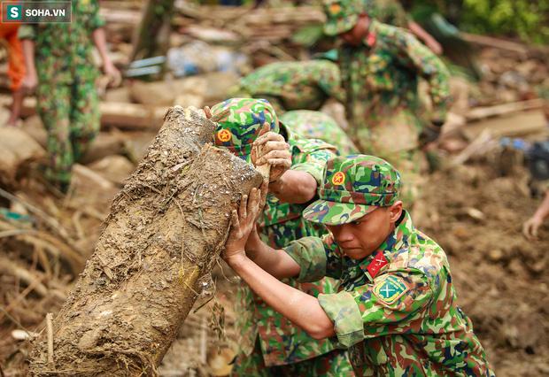 Những thứ còn sót lại dưới đống hoang tàn ở vụ sạt lở Trà Leng sau 48 giờ tìm kiếm-18