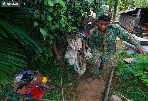 Những thứ còn sót lại dưới đống hoang tàn ở vụ sạt lở Trà Leng sau 48 giờ tìm kiếm-19