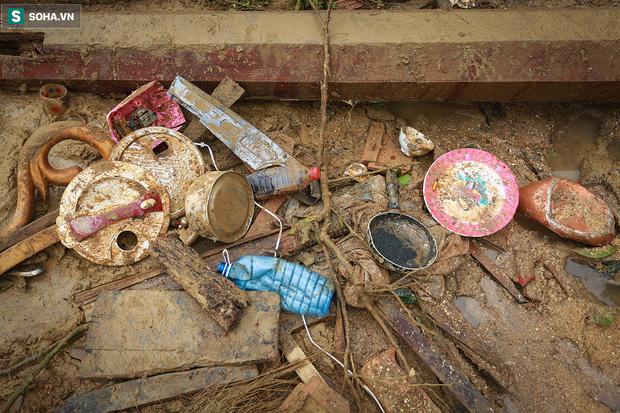 Những thứ còn sót lại dưới đống hoang tàn ở vụ sạt lở Trà Leng sau 48 giờ tìm kiếm-6
