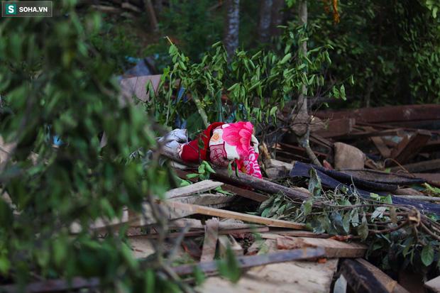 Những thứ còn sót lại dưới đống hoang tàn ở vụ sạt lở Trà Leng sau 48 giờ tìm kiếm-7