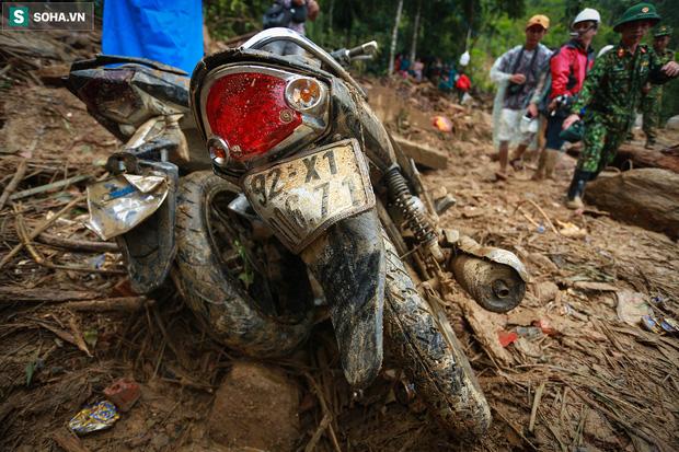 Những thứ còn sót lại dưới đống hoang tàn ở vụ sạt lở Trà Leng sau 48 giờ tìm kiếm-8