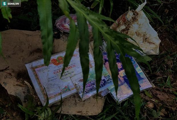 Những thứ còn sót lại dưới đống hoang tàn ở vụ sạt lở Trà Leng sau 48 giờ tìm kiếm-9