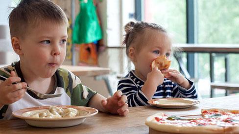 Mùa thu đừng cho trẻ ăn những thực phẩm này nếu không muốn làm hại sức khỏe bé