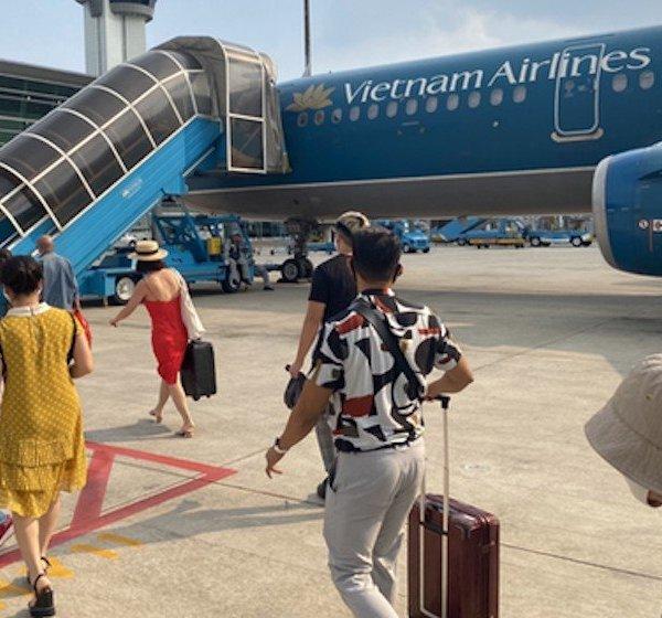 Hành khách bật lửa trên máy bay Vietnam Airlines