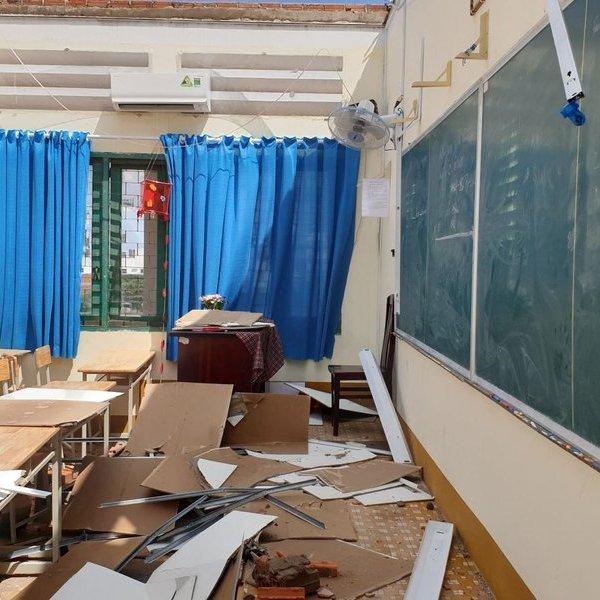 TP.HCM: Lốc xoáy làm hư hại trường học, tìm chỗ tạm cho 2.000 học sinh