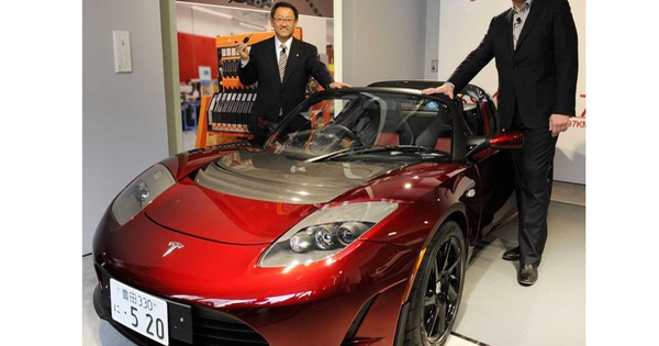 Rất ít nói nhưng sếp Toyota vừa bất ngờ 'đá xoáy' một hãng xe đầy sâu cay