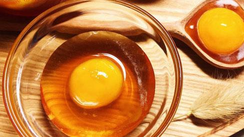 Đắp mặt nạ mật ong trứng gà: Chuyên gia cảnh báo cẩn thận