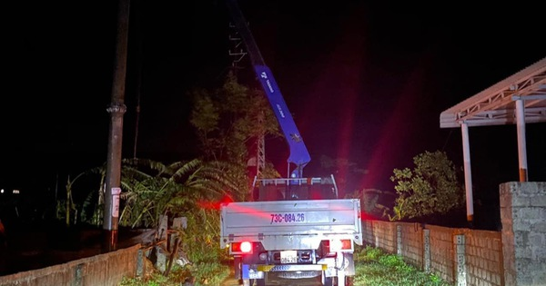 Quảng Bình: Trắng đêm khắc phục lưới điện