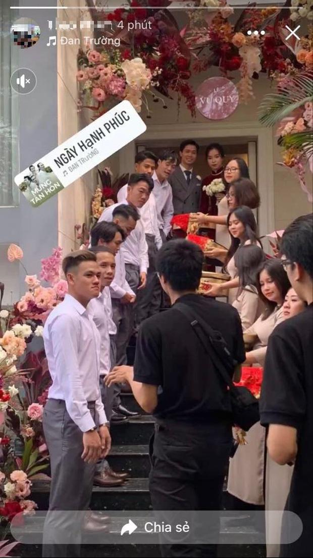 Hình ảnh đầu tiên của chú rể Công Phượng và cô dâu Viên Minh cùng dàn bê tráp toàn sao tại lễ xin dâu-3