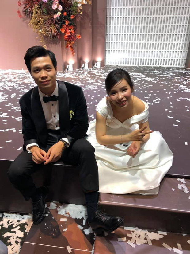 Khoảnh khắc Viên Minh xả vai cô dâu, ngồi bệt xuống cạnh Công Phượng sau đám cưới thấy vừa thương vừa hài-1