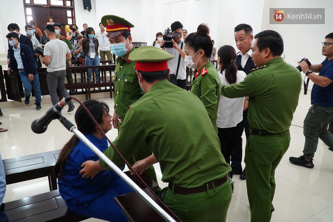 Nữ bị cáo bạo hành con 3 tuổi đến chết quỳ sụp xuống đất, cầu mong mẹ xin giảm án cho chồng: Chẳng còn ý nghĩa gì nữa khi chồng con chết-4