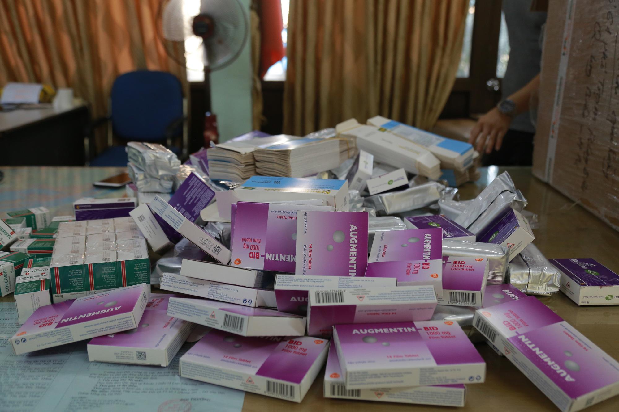 Hà Nội: Phát hiện số lượng lớn thuốc tân dược được mua trôi nổi trên Facebook, chuẩn bị tuồn vào các hiệu thuốc-2