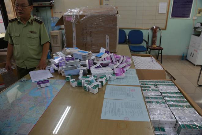 Hà Nội: Phát hiện số lượng lớn thuốc tân dược được mua trôi nổi trên Facebook, chuẩn bị tuồn vào các hiệu thuốc-5
