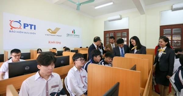 PTI và Bưu điện tỉnh Lạng Sơn trao tặng phòng máy tính cho trường THPT Việt Bắc