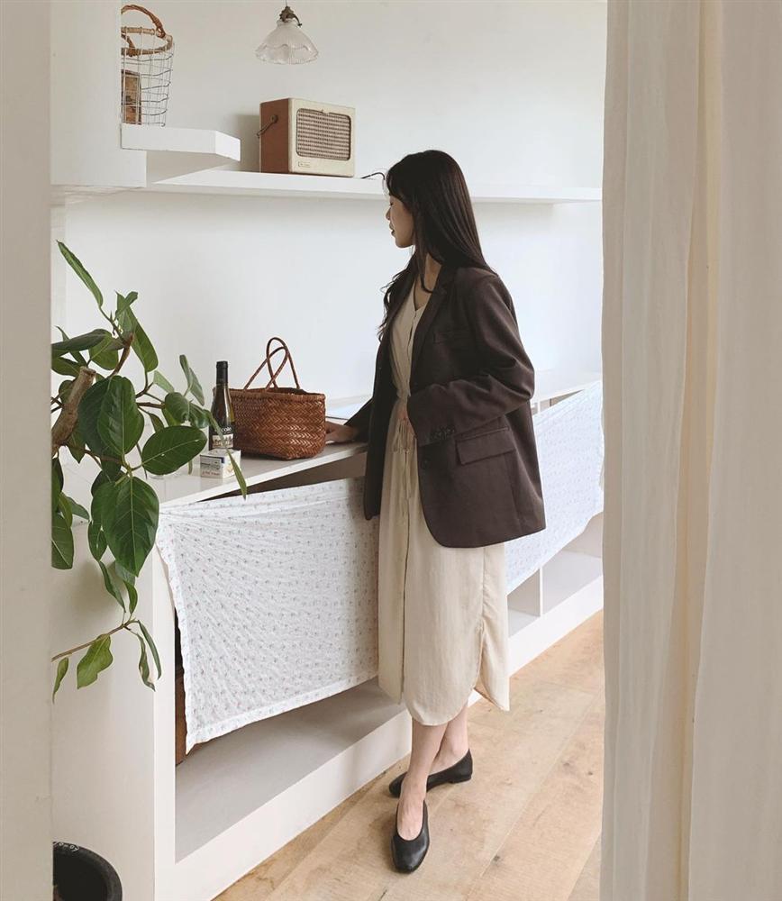 5 kiểu áo cứ khoác ngoài váy trắng là tạo nên set đồ xịn đẹp từ công sở ra phố-11