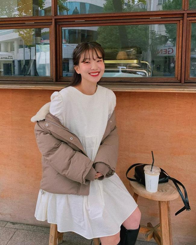 5 kiểu áo cứ khoác ngoài váy trắng là tạo nên set đồ xịn đẹp từ công sở ra phố-13