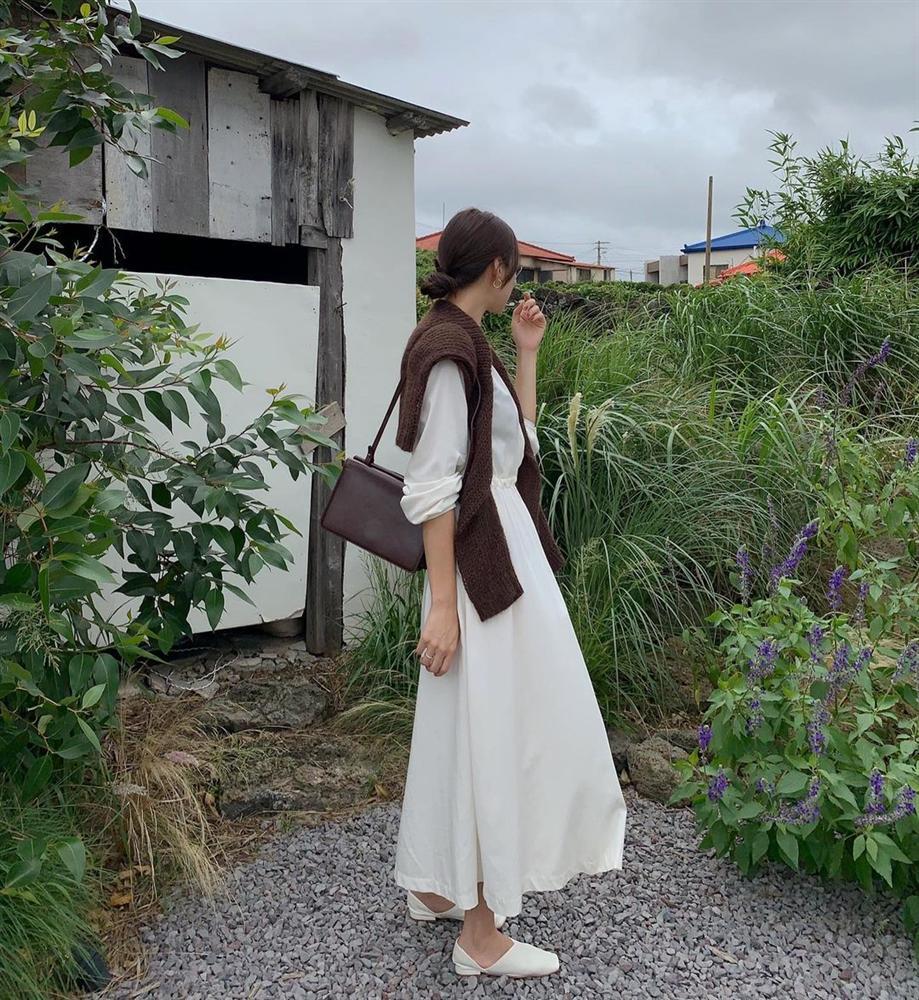 5 kiểu áo cứ khoác ngoài váy trắng là tạo nên set đồ xịn đẹp từ công sở ra phố-14