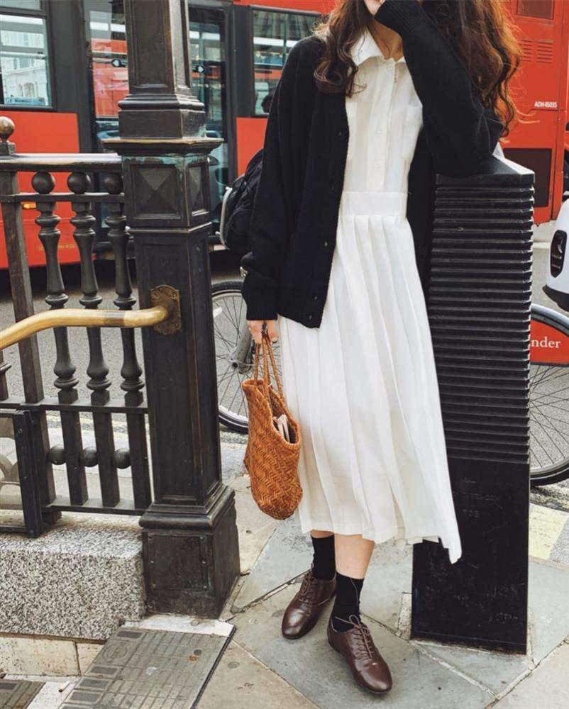 5 kiểu áo cứ khoác ngoài váy trắng là tạo nên set đồ xịn đẹp từ công sở ra phố-6