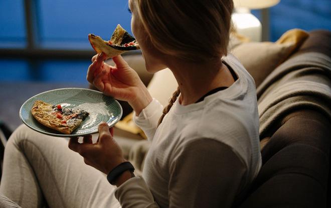Ăn đêm: Nhiều nguy cơ gây hại cho sức khỏe, nhưng vẫn có một số lợi ích-2