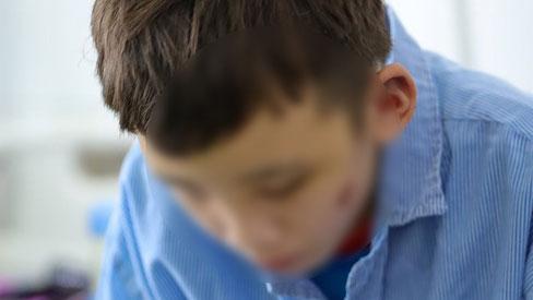 Người thân xót xa khi gặp lại cậu bé 15 tuổi bị chủ quán bánh xèo bạo hành, hy vọng cháu sớm về quê tiếp tục việc học