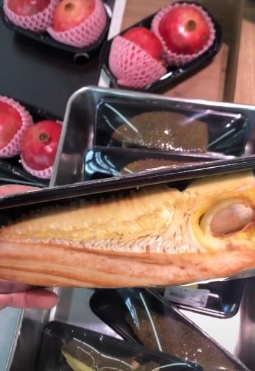 Dân mạng sốc với miếng mít vỏn vẹn 3 múi toàn hột với vỏ giá 60.000 đồng trong siêu thị ở Nhật Bản-2