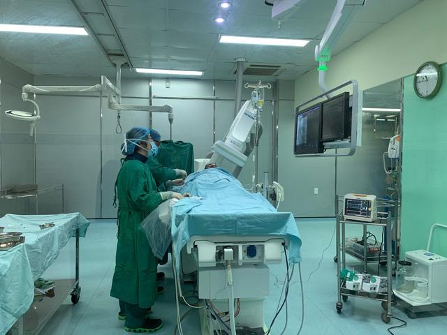 40 phút nghẹt thở cứu sống nam bệnh nhân bị nhồi máu cơ tim cấp -1