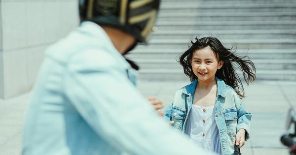 Hoàng Bách ra mắt MV cùng con gái 8 tuổi khiến ai nghe xong cũng muốn về nhà ôm chầm lấy gia đình mình