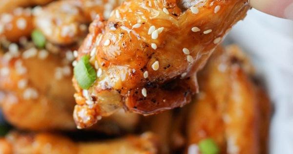 Gà rán mật ong Hàn Quốc và tuyệt chiêu rán gà mà không hề dính dầu ăn