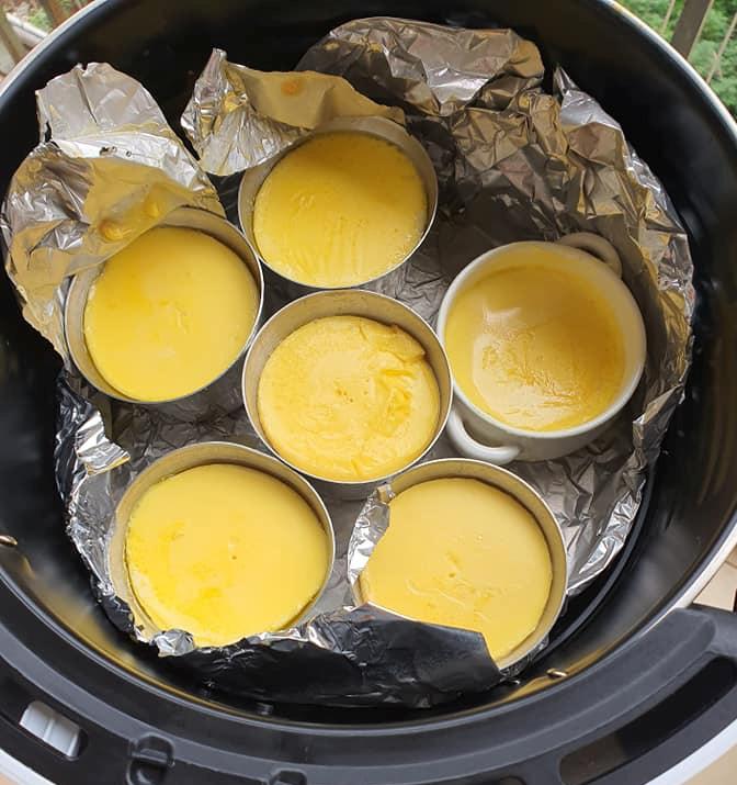 Rộ cách làm flan bằng nồi chiên không dầu: Mềm mịn thơm ngon mà không lo bị rỗ như hấp cách thủy-9