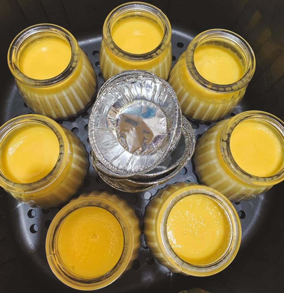 Rộ cách làm flan bằng nồi chiên không dầu: Mềm mịn thơm ngon mà không lo bị rỗ như hấp cách thủy-11