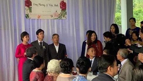Hình ảnh Công Phượng - Viên Minh tươi cười trong rạp đám cưới ở quê gây xúc động mạnh