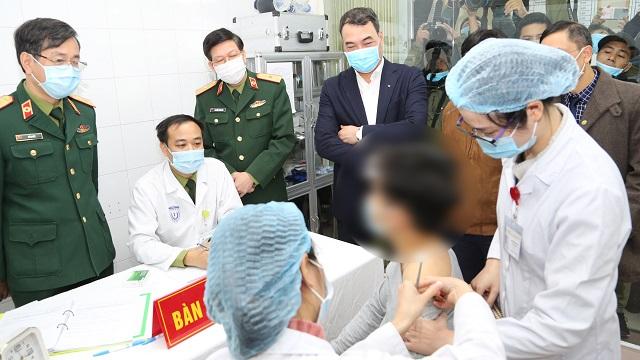 Chứng kiến tiêm thử nghiệm 3 mũi vaccine Covid-19 đầu tiên ở Việt Nam
