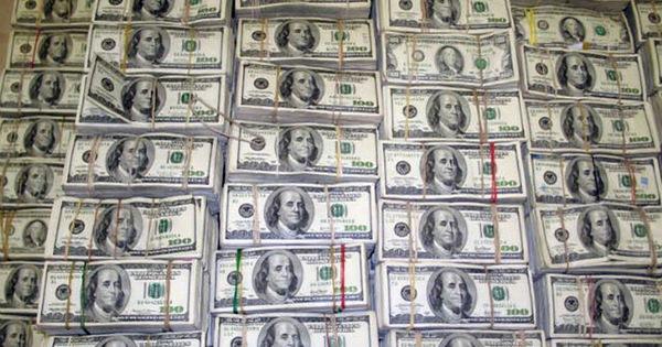 10 đối tượng vận chuyển trái phép gần 30.000 tỷ đồng ra nước ngoài