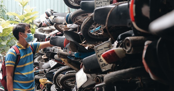 Cận cảnh hàng trăm xe máy bị chủ nhân