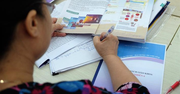 Lấy ý kiến về kinh phí thẩm định sách giáo khoa