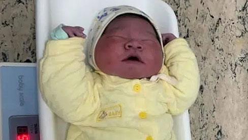 Bé trai gần 6kg chào đời tại BV Bệnh Nhiệt đới Trung ương