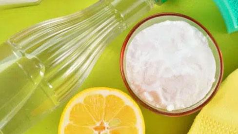 8 cách làm sạch vết dầu mỡ trên gạch ốp tường nhà bếp dễ như không