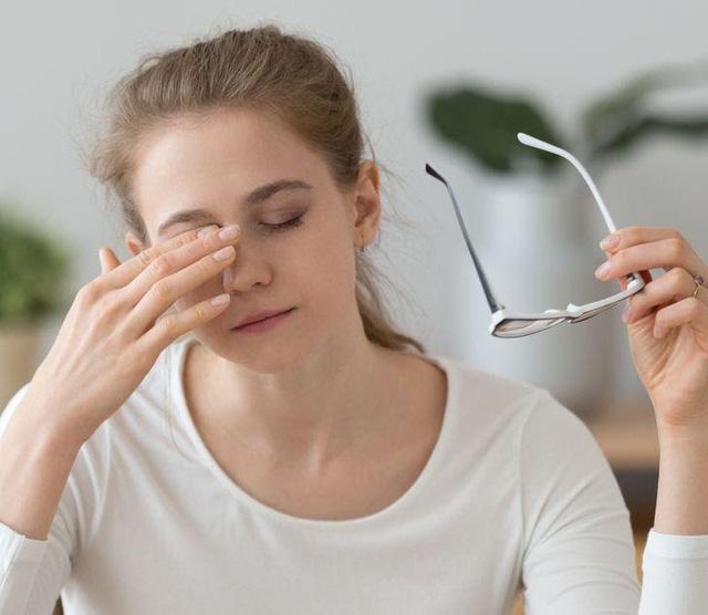 Người dùng điện thoại thường xuyên rất dễ gặp 7 kiểu chấn thương này: Đau khớp, hại mắt, ảnh hưởng không nhẹ tới cột sống-6