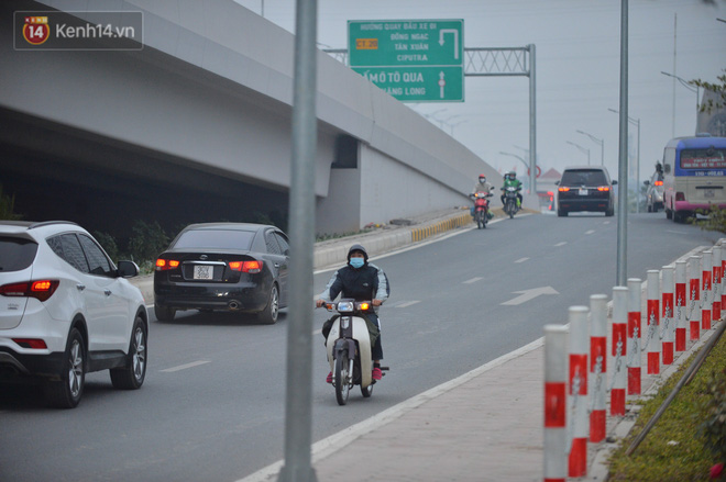 Hàng trăm xe máy bất chấp biển cấm, ngang nhiên lưu thông tại tuyến đường trên cao đẹp nhất Hà Nội-18