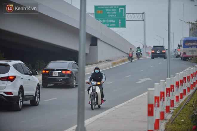 Hàng trăm xe máy bất chấp biển cấm, ngang nhiên lưu thông tại tuyến đường trên cao đẹp nhất Hà Nội-7