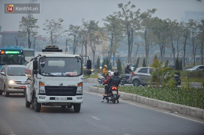 Hàng trăm xe máy bất chấp biển cấm, ngang nhiên lưu thông tại tuyến đường trên cao đẹp nhất Hà Nội-14