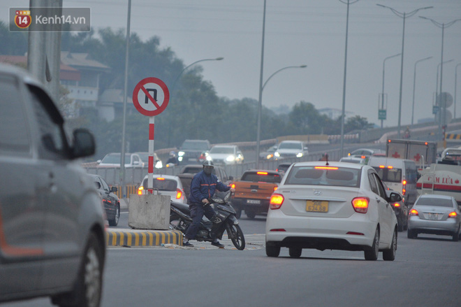 Hàng trăm xe máy bất chấp biển cấm, ngang nhiên lưu thông tại tuyến đường trên cao đẹp nhất Hà Nội-6