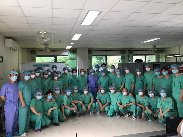 Bệnh viện Trung ương Huế tiếp nhận điều trị nhiều bệnh nhân Lào trong đại dịch Covid-19-1