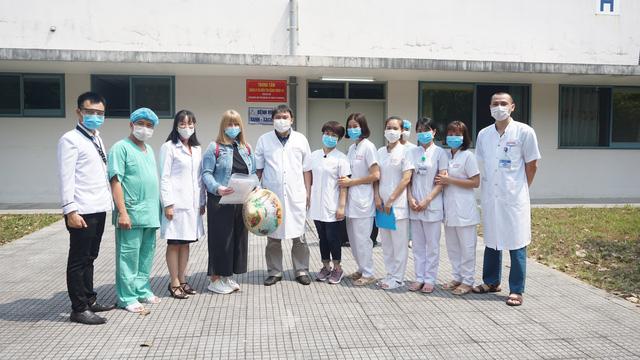 Bệnh viện Trung ương Huế tiếp nhận điều trị nhiều bệnh nhân Lào trong đại dịch Covid-19-5