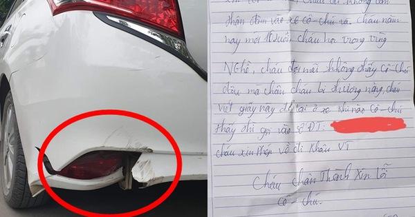 Đỗ xe bên đường bị tông gãy phía sau, người phụ nữ bất ngờ với mảnh giấy được để lại