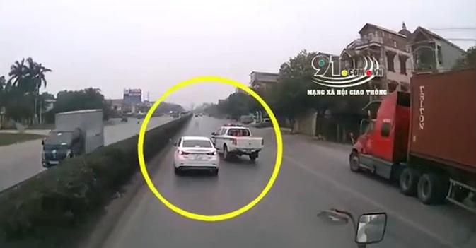 Bị CSGT truy đuổi, xe ô tô con bỏ chạy lạng lách trên đường