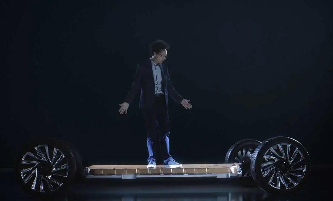 GM tiết lộ logo mới cho kỷ nguyên xe điện -1